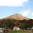 奥日光診療所の背後にそびえる男体山